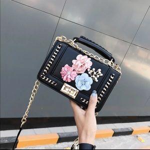 Handbags - 🎉Last One🎉HP🎉💕 Floral Bead Crossbody💕